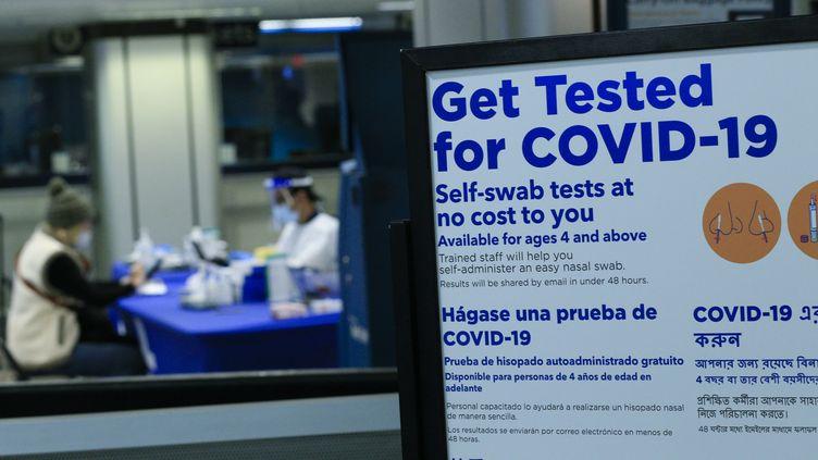Centre de tests de Covid-19, à New York, le 5 décembre 2020 (illustration). (KENA BETANCUR / AFP)