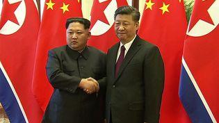 Kim Jong-una rencontré son homologue chinois Xi Jinping lors d'une visite historique à Pékin, le 28 mars 2018. (CCTV)