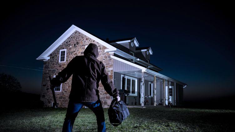 Vous êtes partis en vacances en laissant votre maison vide ? Une occasion parfaite pour un cambrioleur. (CHRIS FERTNIG /GETTY IMAGES)