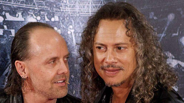 Lars Ulrich (batteur et cofondateur) et Kirk Lee Hammett (guitariste), représentants de Metallica à une projection d'un documentaire consacré au groupe, le 9 octobre 2013 à Madrid  (Abraham Caro Marin / AP / Sipa)
