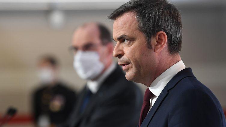 Olivier Véran s'exprime lors d'une conférence de presse sur la situation épidémique en France, le 4 mars 2021 depuis Paris. (ALAIN JOCARD / AFP)