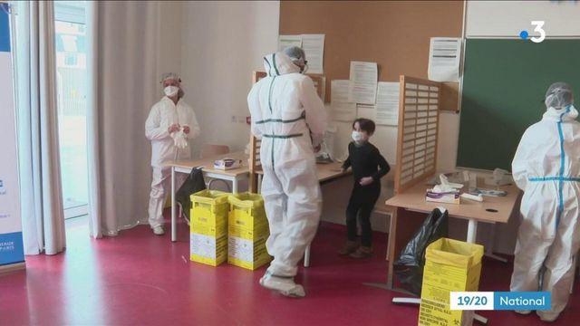 Covid-19 : les tests salivaires bientôt déployés dans les écoles
