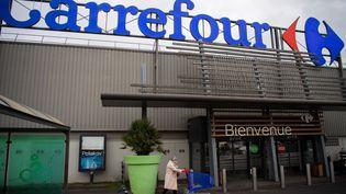 Un supermarché Carrefour, à Saint-Herblain (Loire-Atlantique), le 13 janvier 2021. (LOIC VENANCE / AFP)