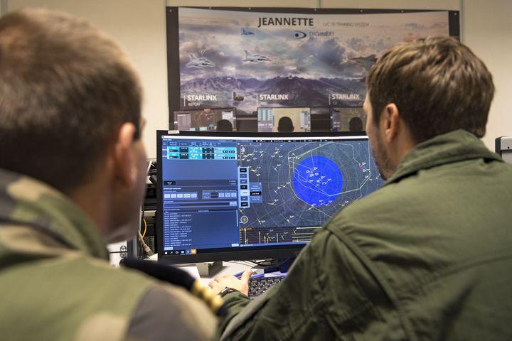 """La salle """"Jeannette"""", d'où est contrôlé l'exercice Volfa, sur la base aérienne 106 de Mont de Marsan, le 20 novembre 2019 (JULIEN FECHTER / ARMEE DE L'AIR)"""