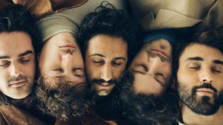 """Les cinq membres de Feu! Chatterton, à la barre d'un troisième album, """"Palais d'argile"""". (Antoine Hénault)"""