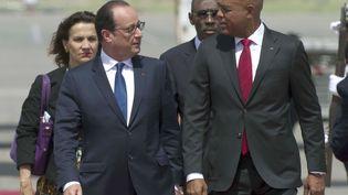 François Hollande et son homologue haïtien Michel Martelly à Port-au-Prince (Haïti), le 12 mai2015. (HECTOR RETAMAL / AFP)
