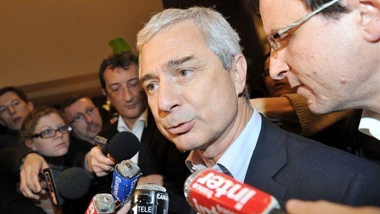 Le député PS Claude Bartolone, lors d'une interview à la presse le 15 mars 2010. (AFP - Miguel Medina)