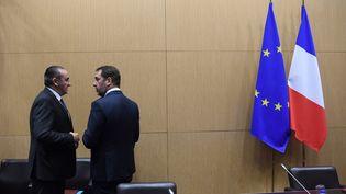 Le ministre de l'Intérieur Christophe Castaner (droite) et le secrétaire d'Etat à l'IntérieurLaurent Nuñez (gauche) à l'Assemblée nationale le 3 décembre 2018. (CHRISTOPHE ARCHAMBAULT / AFP)