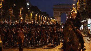 La Garde Républicaine en répétition. Paris, le 12 juillet 2012. (GUILLAUME BAPTISTE / AFP)