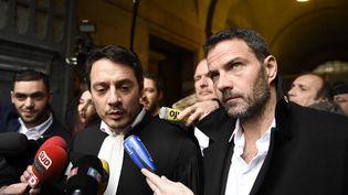 Jérôme Kerviel etson avocat David Koubbi quittent le palais de justice de Paris, le 18 janvier2016, (ERIC FEFERBERG / AFP)
