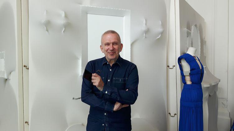 Jean-Paul Gaultier s'est confié à franceinfo avant la dernière de son spectacle, leFashion Freak Show (ANNE CHEPEAU / RADIO FRANCE)