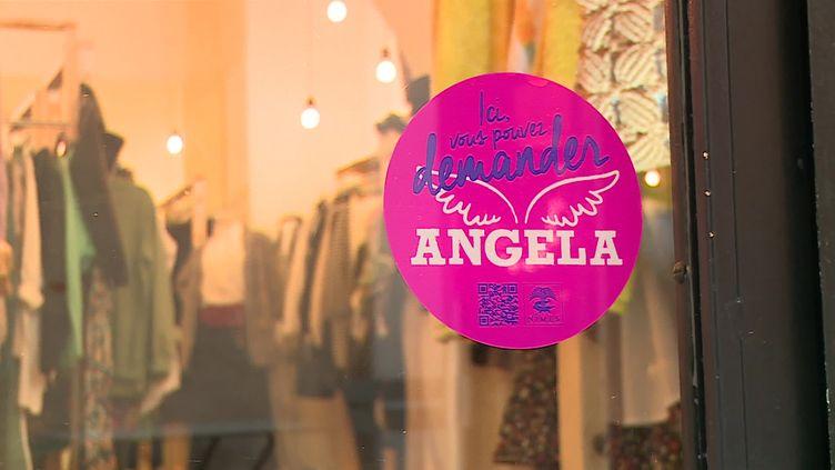 """Un magasin membrede l'opération """"Où est Angela?"""" à Nîmes. (FRANCEINFO)"""