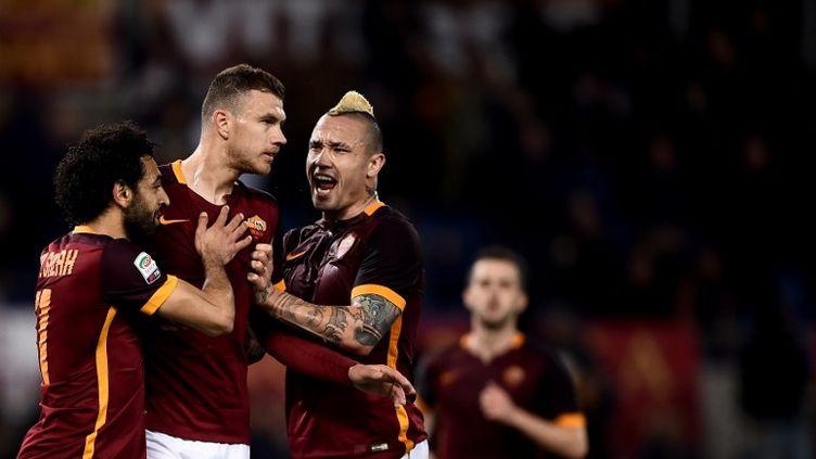 Le bonheur des joueurs de la Roma autour de Dzeko (FILIPPO MONTEFORTE / AFP)