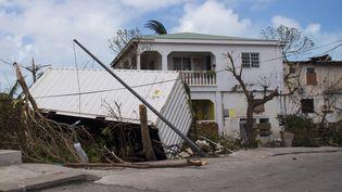 L'île de Saint-Martin a été durement touchée par le passage de l'ouragan Irma, le 7 septembre 2017. (LIONEL CHAMOISEAU / AFP)