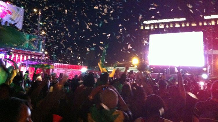 Explosion de joie de la communauté jamaïquaine après la victoire de Bolt sur 100m