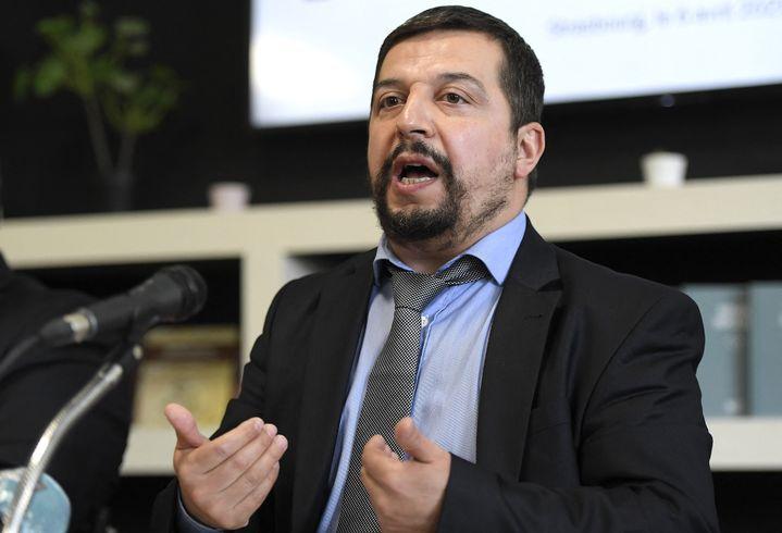 Leprésident de Millî Görus en Franceet secrétaire général du Conseil français du culte musulman (CFCM) Fatih Sarikir lors d'une conférence de presse à Strasbourg, le 6 avril 2021. (FREDERICK FLORIN / AFP)