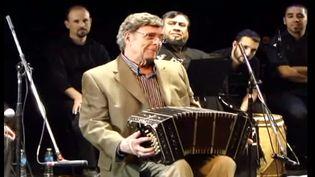 Léopoldo Federico lors d'un solo de bandonéon