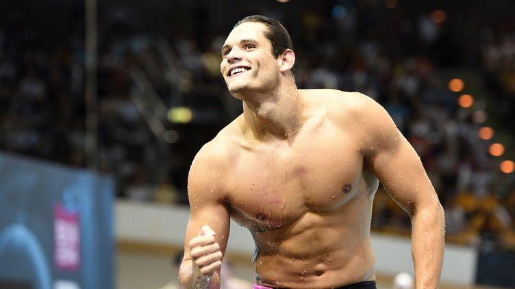 Florent Manaudou célèbre sa victoire en finale du 50 m nage libre aux Championnats d'Europe de natation, le 24 août 2014 à Berlin (Allemagne). (DAMIEN MEYER / AFP)