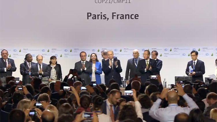 """(François Hollande et Laurent Fabius ont défendu samedi matin au Bourget un projet d'accord climatique """"différencié, équilibré et juridiquement contraignant"""" © COP21)"""