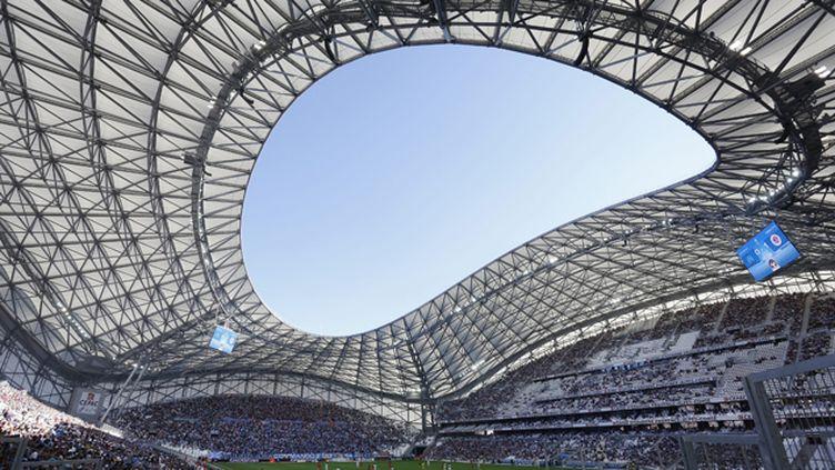 (Le nouveau toit du stade vélodrome à Marseille éblouit les riverains © MaxPPP)