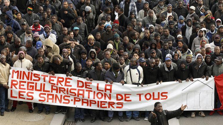 Une manifestation de sans-papiers à Paris, le 4 février 2010. (BENOIT TESSIER / REUTERS)
