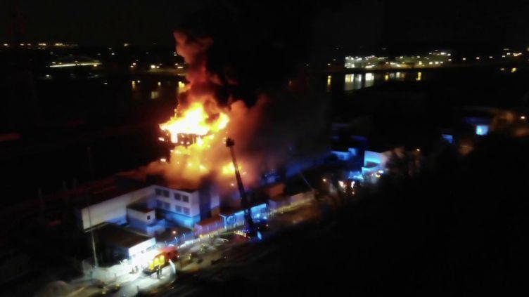 Incendie à Strasbourg : un site de serveur informatique détruit durant la nuit (FRANCE 2)