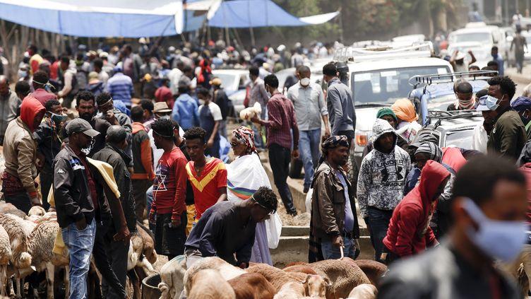 Sur un marché d'Addis Abeba, capitale de l'Ethiopie, le 18 avril 2020. (MINASSE WONDIMU HAILU / ANADOLU AGENCY)