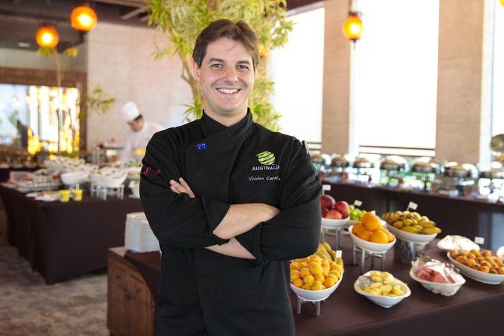 Le cuisinier de l'équipe d'Australie, Vinicius Capovilla. (FFA.COM)
