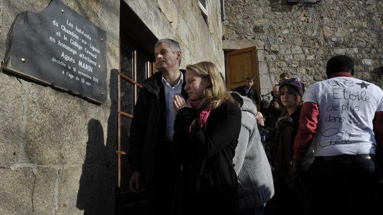 L'hommage rendu à Agnès au Chambon-sur-Lignon (Haute-Loire), le 20 novembre 2011. (RICHARDBRUNEL /LA MONTAGNE / MAXPPP)