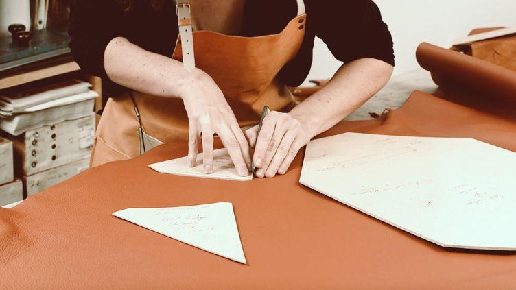 Découverte d'un atelier du cuir lors du Paris Shopping Tour (PARIS SHOPPING TOUR)
