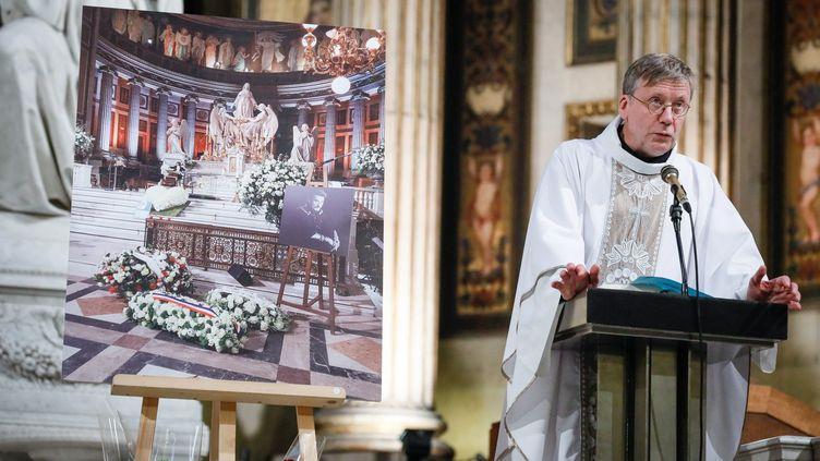 Le père Bruno Horaist, à l'église de la Madeleine, à Paris, lors d'une messe d'hommage à Johnny Hallyday, le 9 avril 2018. (MAXPPP)