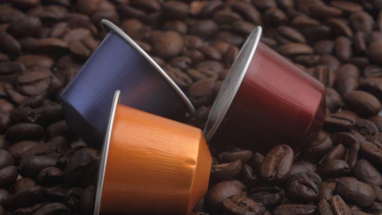 Des dosettes de café Nespresso, le 21 janvier 2014, à Hambourg (Allemagne). (PERSCHFOTO / DPA / AFP)