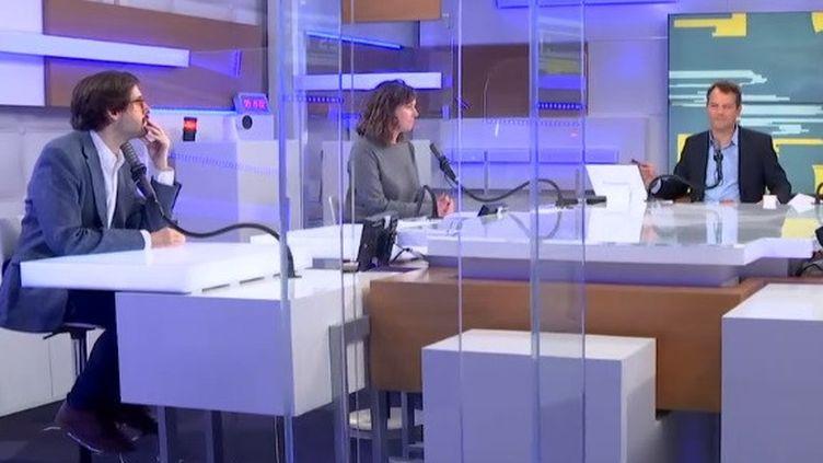 Etienne Girard, Astrid de Vilaines et Marc Fauvelle sur le plateau des Informés du matin à Franceinfo le 6 mai 2021 (FRANCEINFO / RADIO FRANCE)
