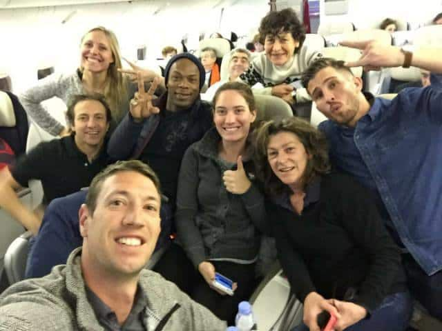 Les participants au jeu Dropped dans l'avion qui les menait en Argentine