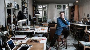 Le scénographe Richard Peduzzi dans son atelier en juin 2018.  (JOEL SAGET / AFP)
