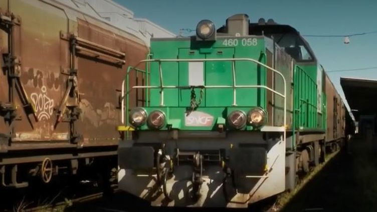 Pour relier Perpignan (Pyrénées-Orientales) au marché de Rungis (Val-de-Marne), il n'y a qu'une seule liaison ferroviaire. Peu rentable, elle pourrait bientôt être supprimée. (FRANCE 2)