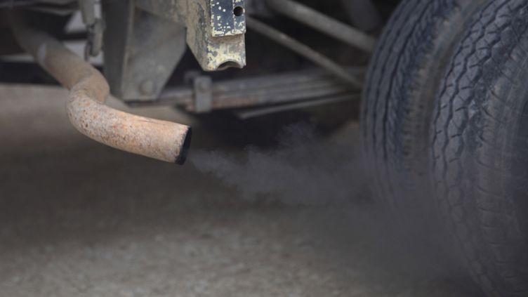 Le carbone suie est produit lors de phénomènes de combustion, notamment par les moteurs diesel. (ERIC GUILLORET / BIOSPHOTO / AFP)