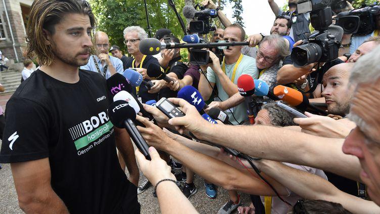 Peter Sagan devant la presse au lendemain de son exclusion du Tour de France.  (DIRK WAEM / BELGA MAG)