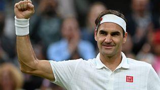Roger Federer sera au rendez-vous des quarts de finale à Wimbledon après sa victoire contre Lorenzo Sonego, le 5 juillet 2021. (GLYN KIRK / AFP)