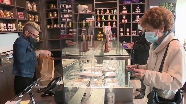 À Thionville (Moselle), des restaurateurs se sont regroupés afin d'ouvrir une boutique en ville. (CAPTURE ECRAN FRANCE 2)