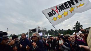 Beppe Grillo, leader du Mouvement 5 étoiles, sur le circuit d'Imola, le 18 octobre 2015. (GIUSEPPE CACACE / AFP)