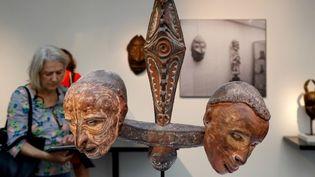 """Les marchands d'arts premiers exposent cette semaine à Paris au salon """"Parcours des mondes"""".  (FRANCOIS GUILLOT / AFP)"""