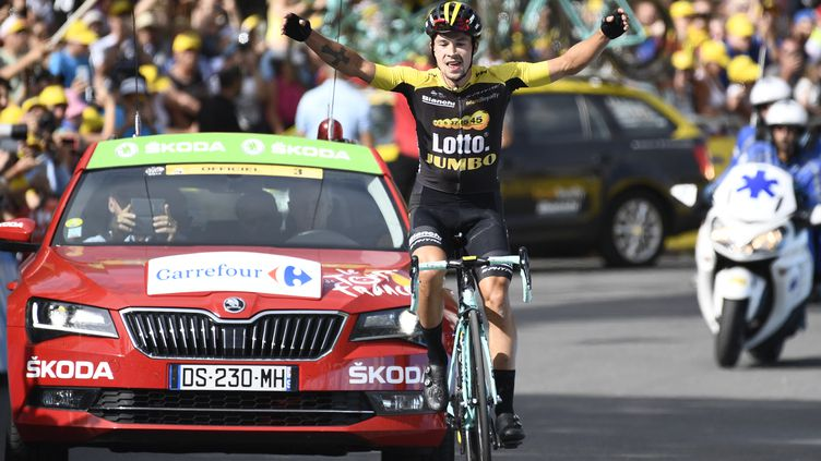 Le Slovène Primoz Roglic (Lotto NL-Jumbo) lève les bras à Serre-Chevalier, terme de la 17e étape du Tour de France 2017. (YORICK JANSENS / BELGA MAG)