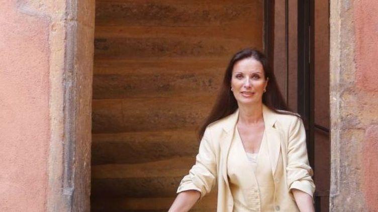Marie Schoepfer pose dans le célèbre escalier de la Tour Rose, dans le quartier Saint-Jean à Lyon  (Frédéric Jean )