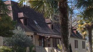 En Dordogne, en pleine nature, il est possible de s'offrir une villa avec dépendance et piscine pour 13 euros. (FRANCE 3)