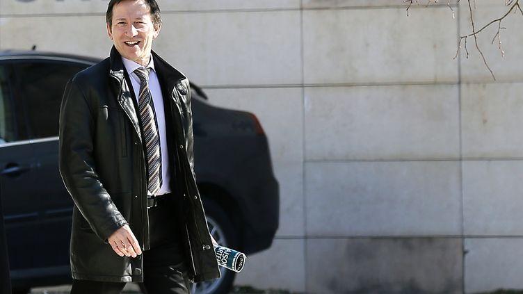 Le juge Jean-Michel Gentil arrive au palais de justice de Bordeaux, le 19 février 2013. (PATRICK BERNARD / AFP)