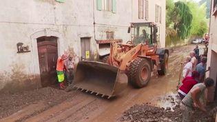 Inondations dans les Alpes-Maritimes : les habitants des villages isolés s'organisent (FRANCE 2)