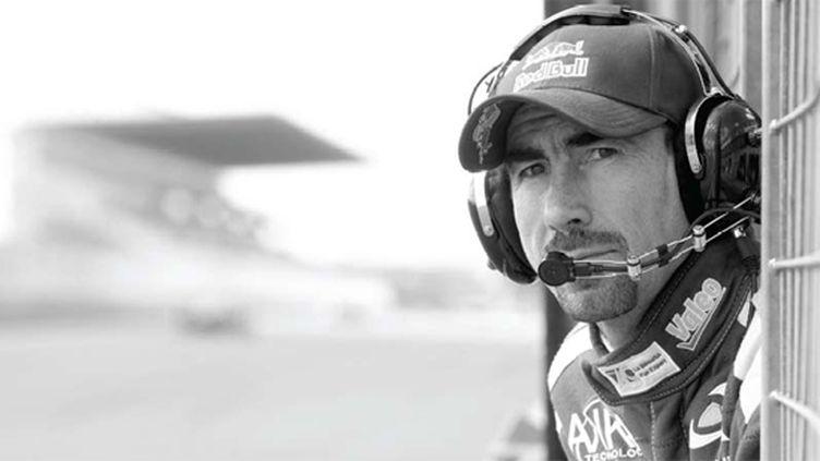 Luc Alphand sur la ligne droite des stands au Mans