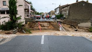 Le pont principal de Villegailhenc (Aude) emporté par les eaux le 15 octobre 2018. (ERIC CABANIS / AFP)
