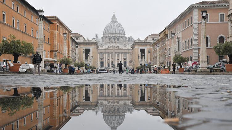 Vue de la Basilique Saint-Pierre, au Vatican, le 9 mai 2018. (TIZIANA FABI / AFP)